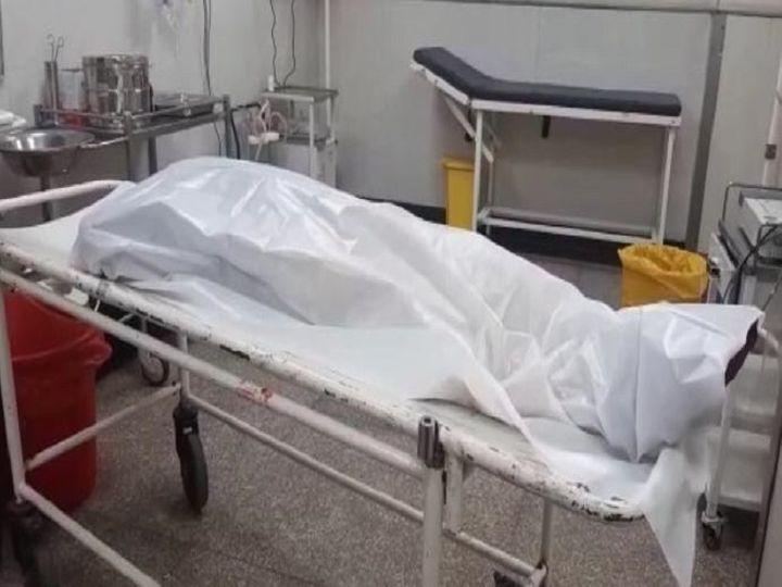 सिविल अस्पताल की इमरजेंसी में महिला का शव। - Dainik Bhaskar