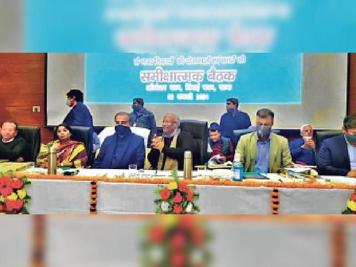 पटना में स्मार्ट सिटी की समीक्षा बैठक में उप मुख्यमंत्री, एमएलसी व अन्य। - Dainik Bhaskar