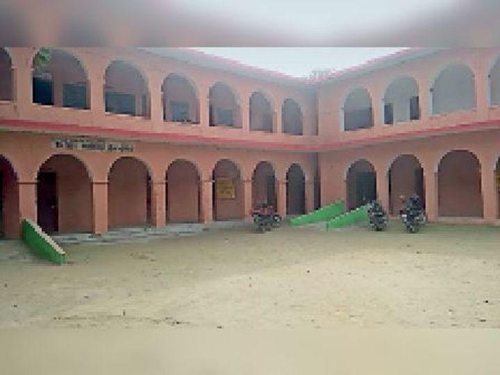 बैसा का उत्क्रमित उच्च विद्यालय मालोपाड़ा। - Dainik Bhaskar