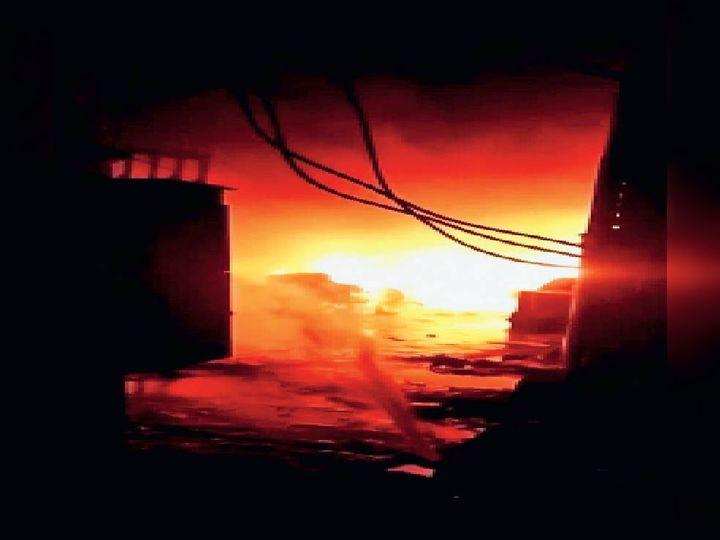 पानीपत. साई कृपा टेक्सटाइल में संदिग्ध परिस्थतियाें में लगी आग। - Dainik Bhaskar