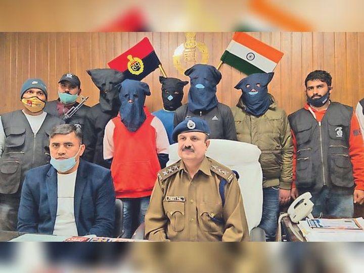 गुड़गांव. पुलिस गिरफ्त में पाचों बदमाश। - Dainik Bhaskar