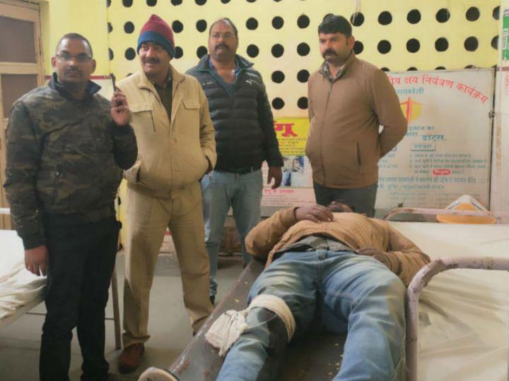 घायल बदमाश के पास से पुलिस ने एक बाइक व अवैध असलहा भी बरामद किया है। - Dainik Bhaskar
