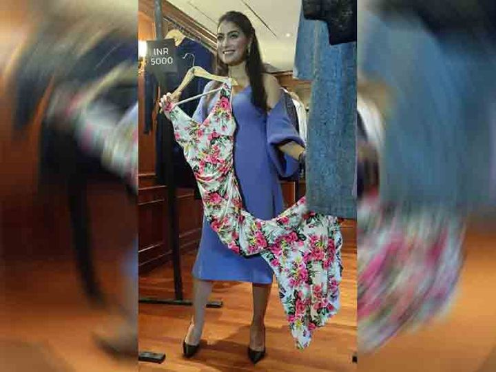 हाउसवाइफ प्रेरणा ने अकेले कपड़ों को डिजाइन कर उसकी आज प्रदर्शनी लगाई। फोटो लखवंत सिंह - Dainik Bhaskar