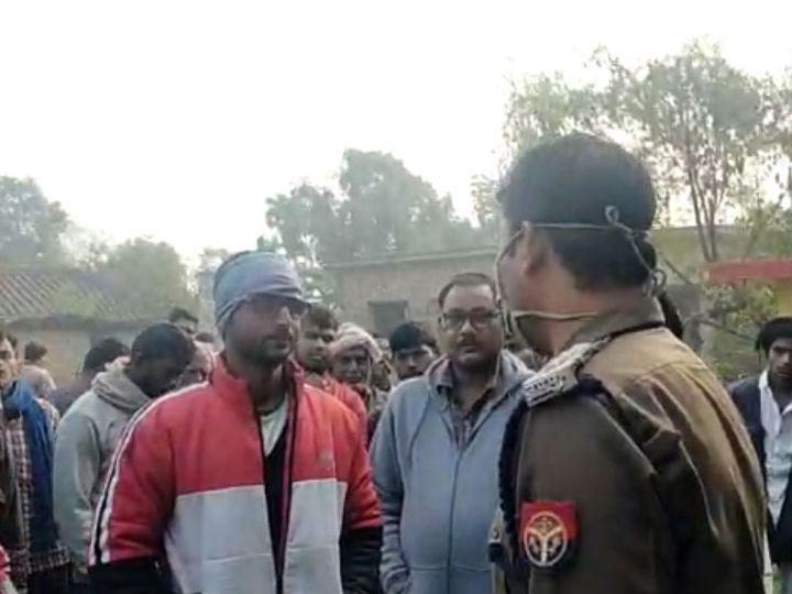 यह फोटो गोरखपुर की है। घटना के संबंध में पूछताछ करती पुलिस। - Dainik Bhaskar