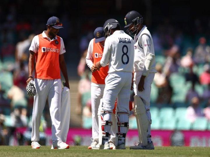 ऑस्ट्रेलिया के खिलाफ खेले जा रहे तीसरे टेस्ट मैच के दौरान पहली पारी में बल्लेबाजी के दौरान रविंद्र जडेजा को बायें हाथ के अंगूठे में चोट लग गई थी। - Dainik Bhaskar