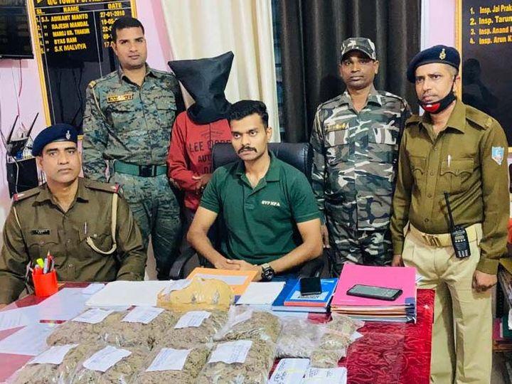 गांजा बेचे जाने की सूचना पर सदर एसडीपीओ के विजय शंकर के नेतृत्व में पुलिस ने शहर व पाटन थाना क्षेत्र में छापेमारी की। - Dainik Bhaskar