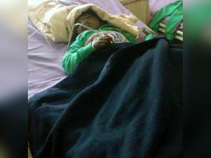 करनाल में हादसे में घायल होने के बाद अस्पताल में उपचाराधीन 4 साल का बच्चा। इसके चाचा और दादी की मौत हो गई। - Dainik Bhaskar