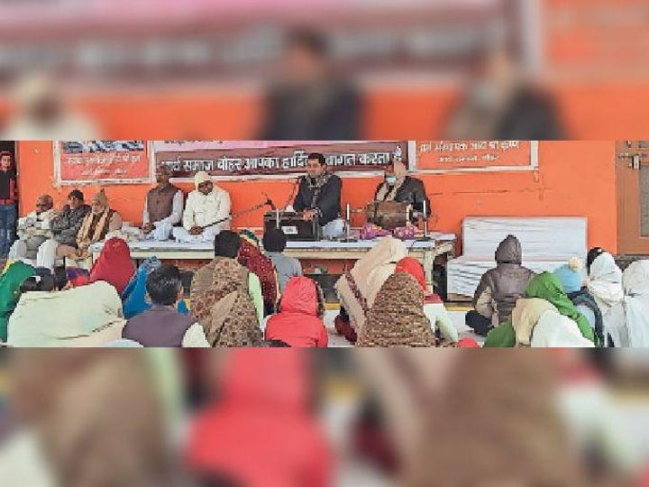 आर्य समाज बोहर में आयोजित यज्ञ में शामिल अतिथि व आर्यजन। - Dainik Bhaskar