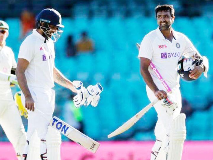 मैच ड्रॉ होने के बाद अश्विन (दाएं) और विहारी खुश नजर आए। - Dainik Bhaskar