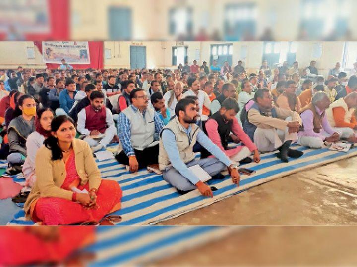 छतरपुर| महाजनसंपर्क अभियान के तहत बड़ी संख्या में पहुंचे कार्यकर्ताओं काे दिया गया प्रशिक्षण। - Dainik Bhaskar