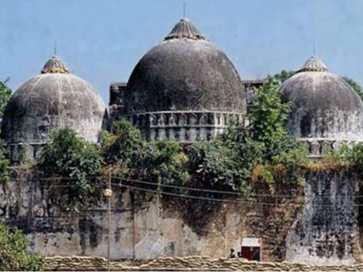 अयोध्या में विवादित ढांचे को साल 1992 में भीड़ द्वारा ढहा दिया गया था।- फाइल फोटो - Dainik Bhaskar