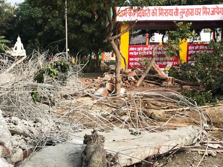 मुरादनगर के इसी श्मशान घाट का लैंटर गिरने से 25 लोगों की मौत हो गई थी। फिलहाल एसआईटी इस मामले की जांच कर रही है। - Dainik Bhaskar