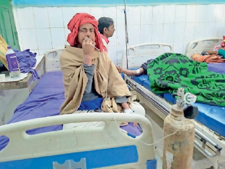 ऑक्सीजन पाइप को हाथ में पकड़े मरीज गुंजन ठाकुर। - Dainik Bhaskar
