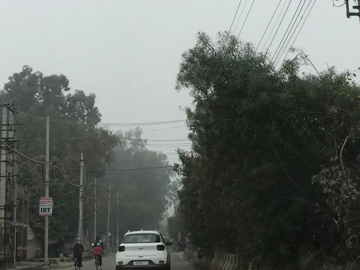 जालंधर में बुधवार सुबह छाई धुंध। - Dainik Bhaskar