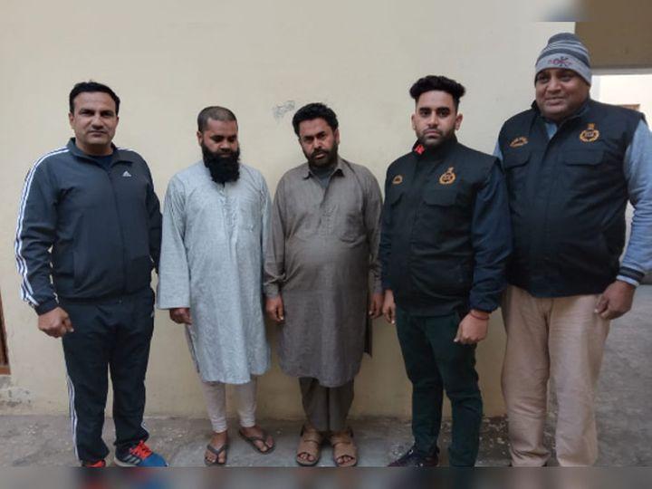 फरार होने के चक्कर में दोनों आरोपी 24 लाख रुपए और ज्वैलरी शिकायतकर्ता के घर पर ही छोड़ गए थे, जो पुलिस ने बरामद कर लिए हैं। - Dainik Bhaskar