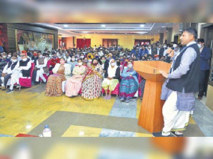 बैठक में प्रदेश कांग्रेस कमेटी के उपाध्यक्ष रामलाल जाट ने कार्यकर्ताओं को संबोधित किया। - Dainik Bhaskar
