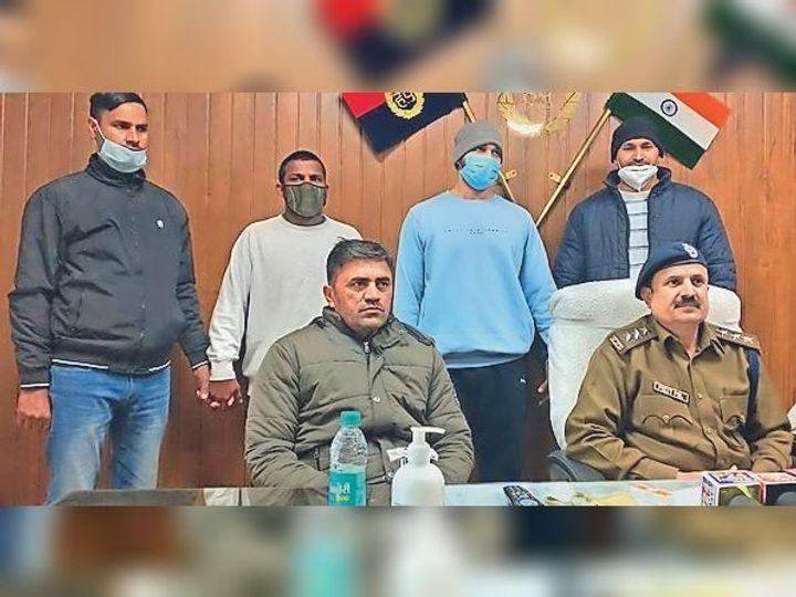 गुड़गांव. पुलिस गिफ्ट में आरोपी। - Dainik Bhaskar