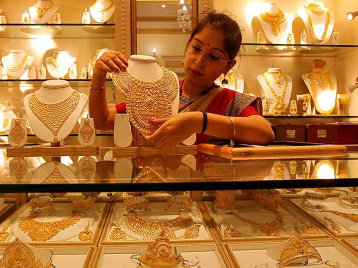 फरवरी में डिलीवर होने वाले सोने की कीमत 0.66 प्रतिशत की बढ़त के साथ 49,370 रुपए प्रति 10 ग्राम हो गई - Dainik Bhaskar