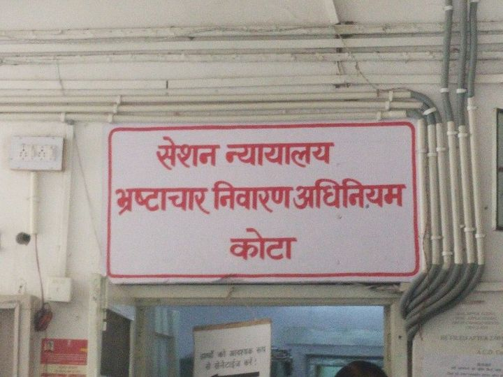कोर्ट ने दोषी पटवारी को 4 साल की सजा सुनाई है। - Dainik Bhaskar