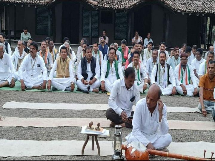 कांग्रेस कार्यकर्ताओं को गांधी दर्शन से जोड़ने के लिए सेवा ग्राम वर्धा में प्रशिक्षण शिविर का आयोजन किया जा रहा है। इसमें संगठन के नेताओं के अलावा सीएम बघेल और मंत्री भी शामिल होंगे। इसे निचले स्तर तक पहुंचाया जाएगा, जिससे कांग्रेस गांधीवाद से भाजपा के राष्ट्रवाद का मुकाबला कर सके। - Dainik Bhaskar