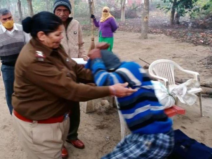 छात्रा से पूरा मामला जानने के बाद SI सरोज ने मनचले युवक की जमकर धुनाई की। - Dainik Bhaskar