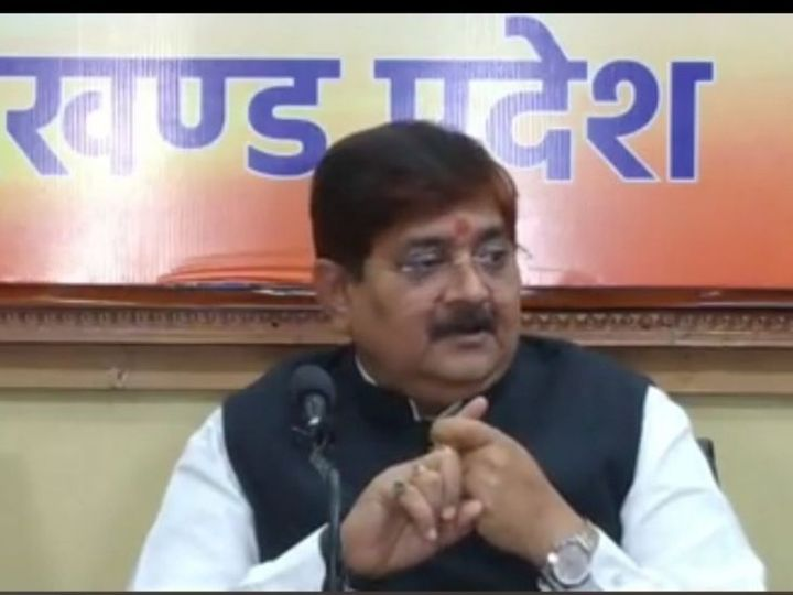 प्रदेश कार्यालय में आयोजित प्रेस कांफ्रेंस में अपनी बात रखते विधायक राज सिन्हा। - Dainik Bhaskar
