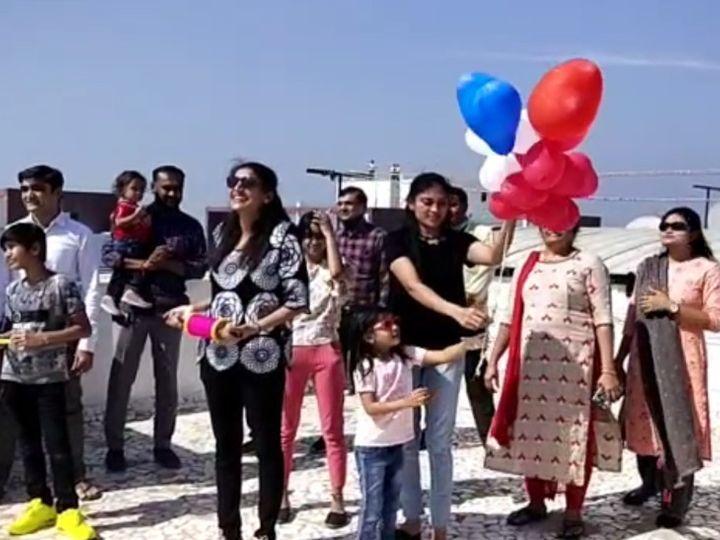 इस दौरान भी छतों पर मौजूद ज्यादातर लोग बिना मास्क के ही नजर आ रहे हैं। - Dainik Bhaskar