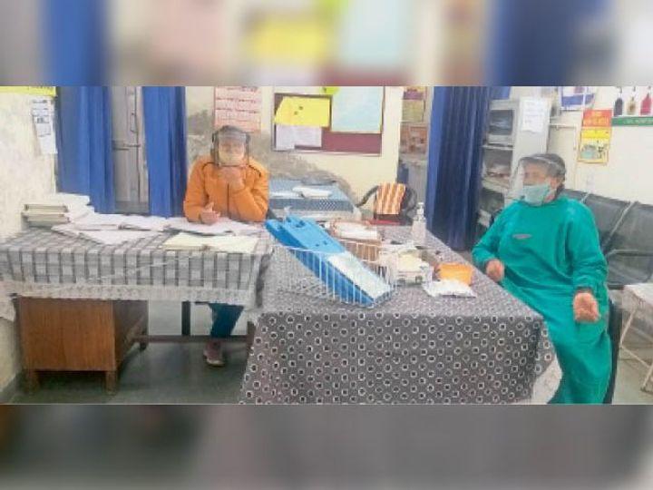अस्पताल का टीकाकरण रूम, जहां स्टाफ पूरी तैयारी के साथ तैनात - Dainik Bhaskar