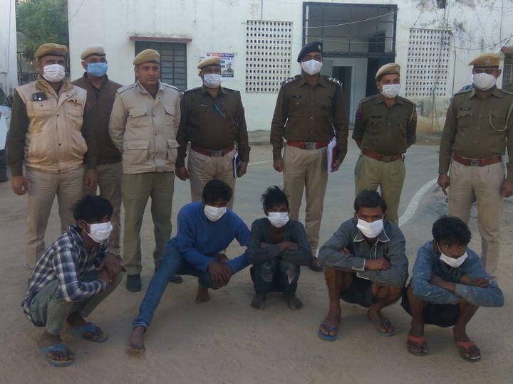 पुलिस गिरफ्त में सभी 6 आरोपी। - Dainik Bhaskar
