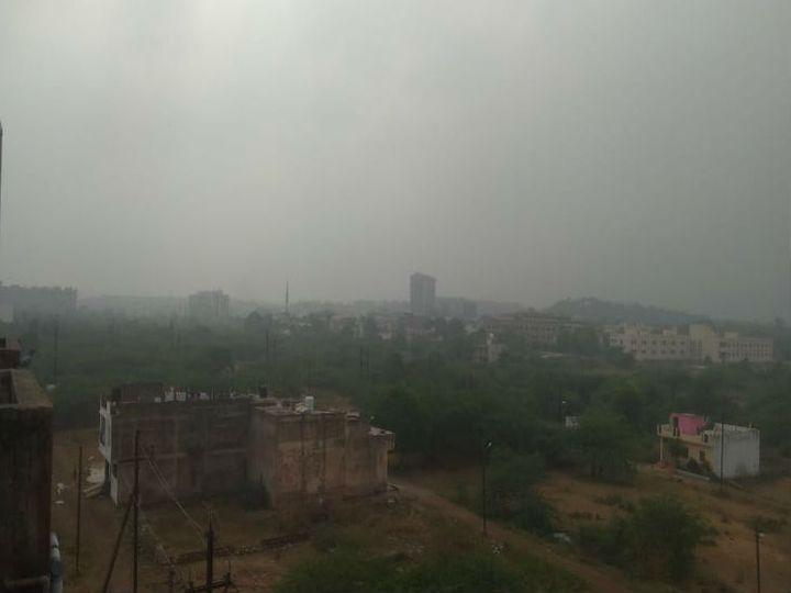 गुरुवार सुबह कोहरा रहा, ट्रेनें भी देरी से चली हैं। - Dainik Bhaskar