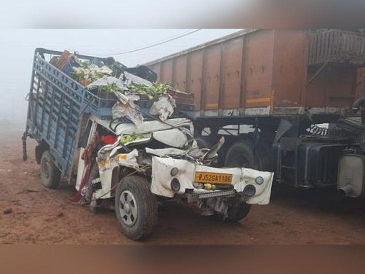 सोनीपत जिले के गांव रूखी मेंं ढाबे पर खड़े ट्रक से टकराया टेंपो, जिसके चालक को मौके पर ही मौत हो गई। - Dainik Bhaskar
