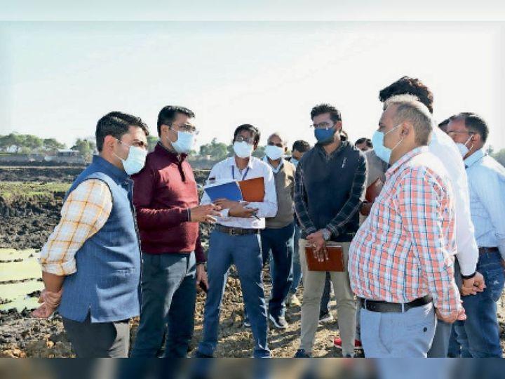 सागर| स्मार्ट सिटी के अधिकारियों ने लाखा बंजारा झील का दौरा किया। - Dainik Bhaskar