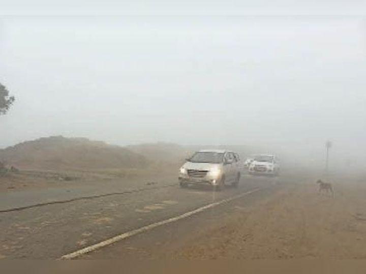 जींद. सुबह 10 बजे जींद-रोहतक राजमार्ग पर छाई गहरी धुंध। - Dainik Bhaskar