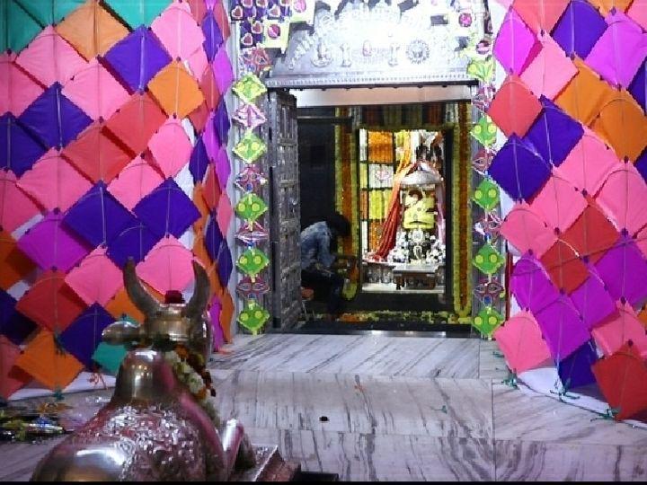 महाकाल मंदिर को रंगबिरंगी पतंगों से सजाया गया है - Dainik Bhaskar