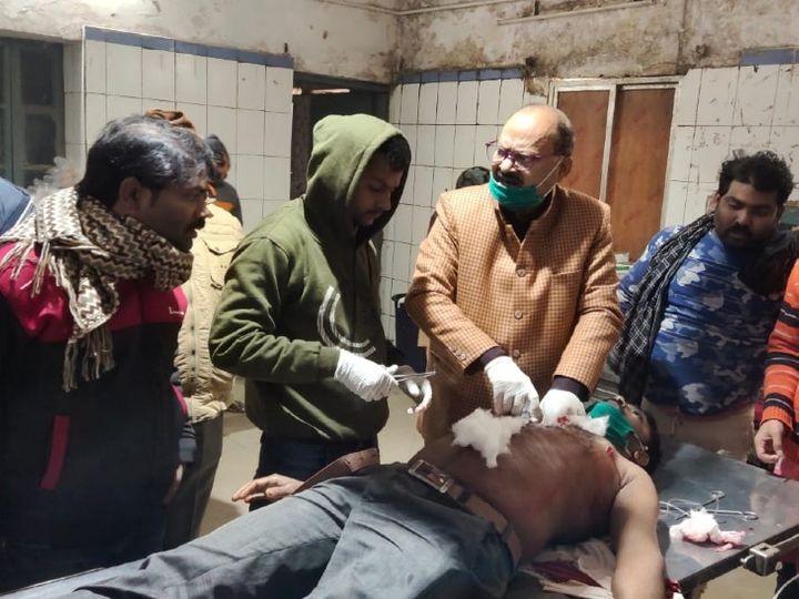 आरा में बकरी को पीटने के विवाद में चाकू से घायल युवक। - Dainik Bhaskar