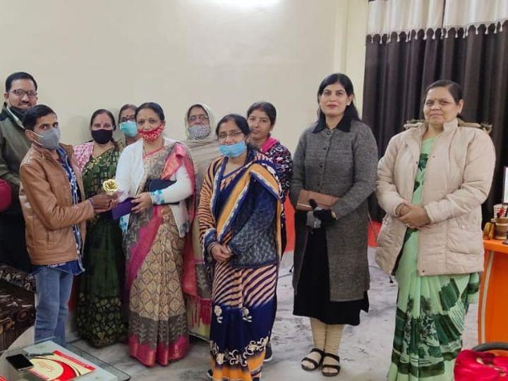 बीकानेर में दान-पुण्य समिति से जुड़ी महिलाओं का ग्रुप। - Dainik Bhaskar