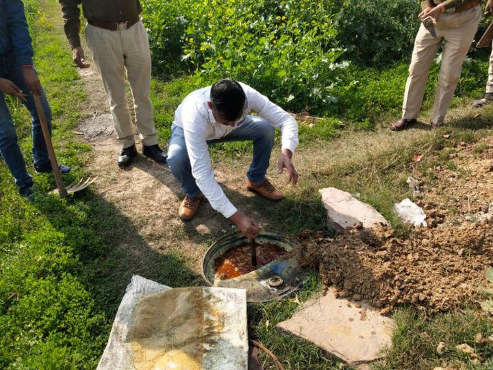 धौलपुर: हथकढ़ शराब के खिलाफ कार्रवाई करती पुलिस। - Dainik Bhaskar