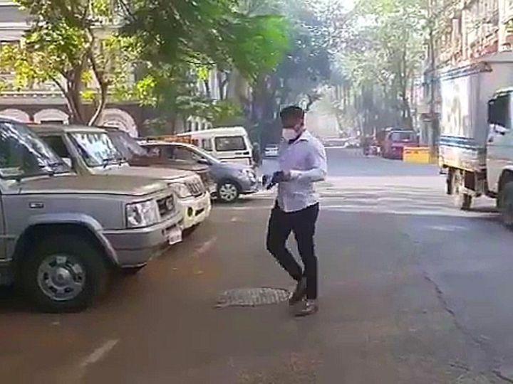 समीर खान बुधवार सुबह लगभग 10 बजे दक्षिण मुंबई के बलार्ड एस्टेट स्थित एनसीबी ऑफिस पहुंचे थे। - Dainik Bhaskar