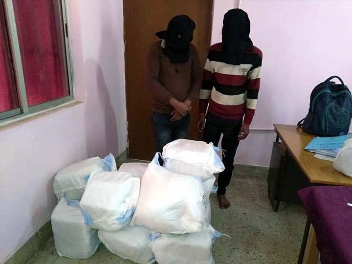 टीम ने गांजा पहुंचाने का जिम्मा लेने वाले औरंगाबाद के तैमुर निवासी ड्राइवर अजय साह व बिजेंद्र साह को पकड़ लिया है। - Dainik Bhaskar