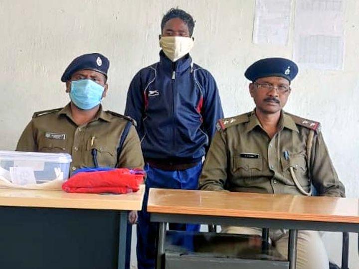 पुलिस के अनुसार, गिरफ्तार माओवादी बोयदा पाहन दस्ते का सदस्य है। - Dainik Bhaskar