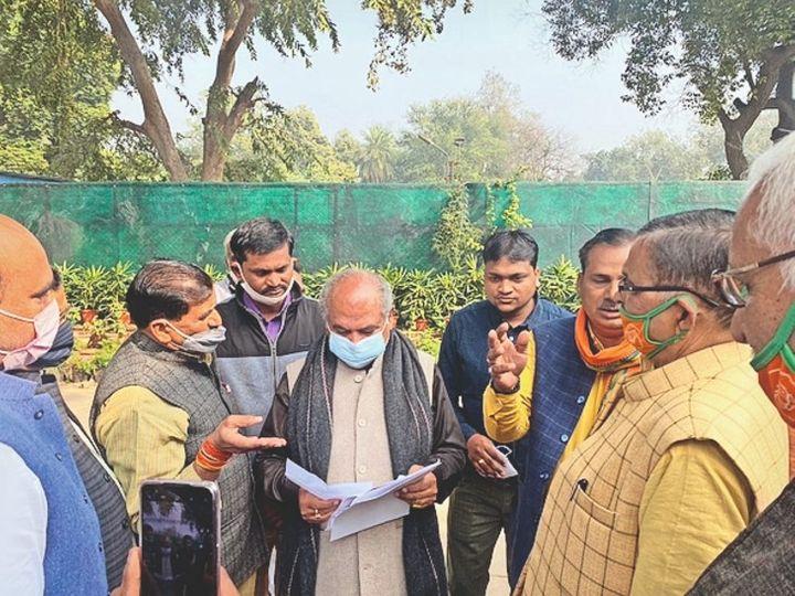 केंद्रीय मंत्री से मिले भाजपा नेता - Dainik Bhaskar