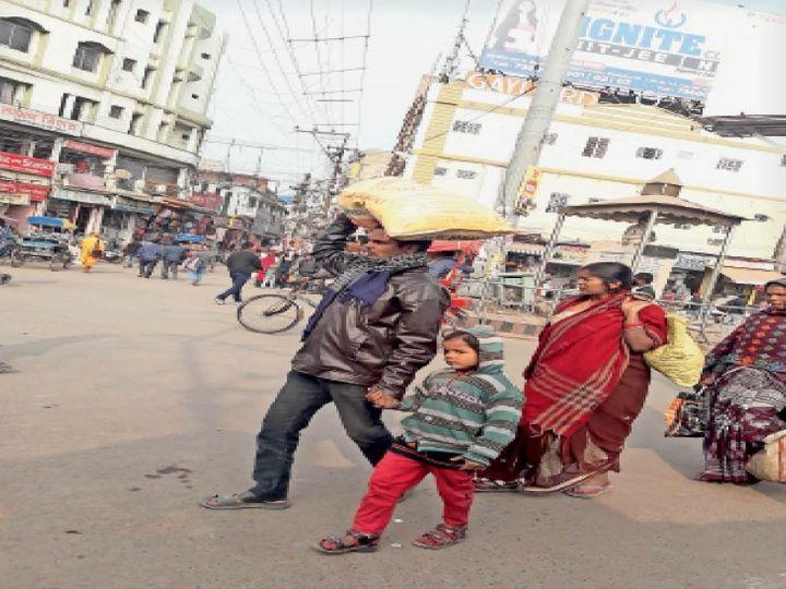 स्टेशन चौक पर परेशान रहे लोग - Dainik Bhaskar