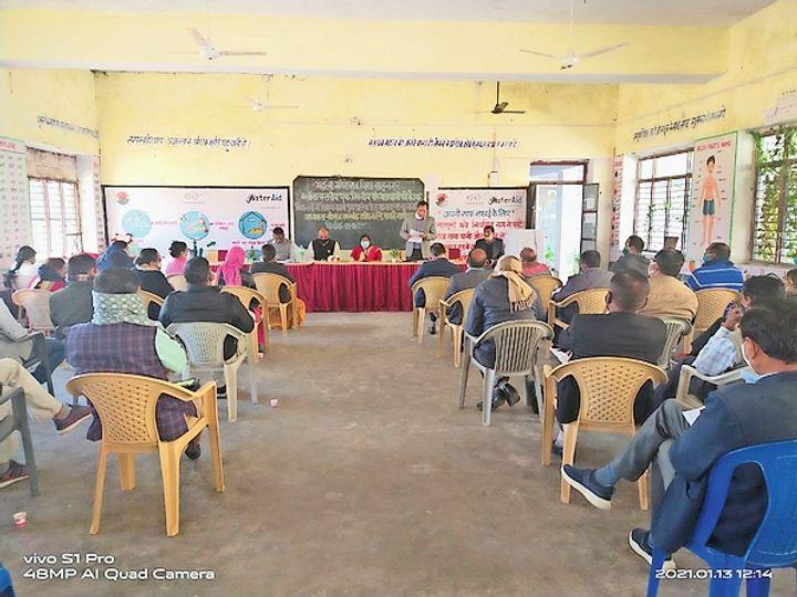 सवाईमाधोपुर  ब्लॉक स्तरीय निस्पादन समिति की बैठक में मौजूद पीईईओ व शिक्षाधिकारी। - Dainik Bhaskar