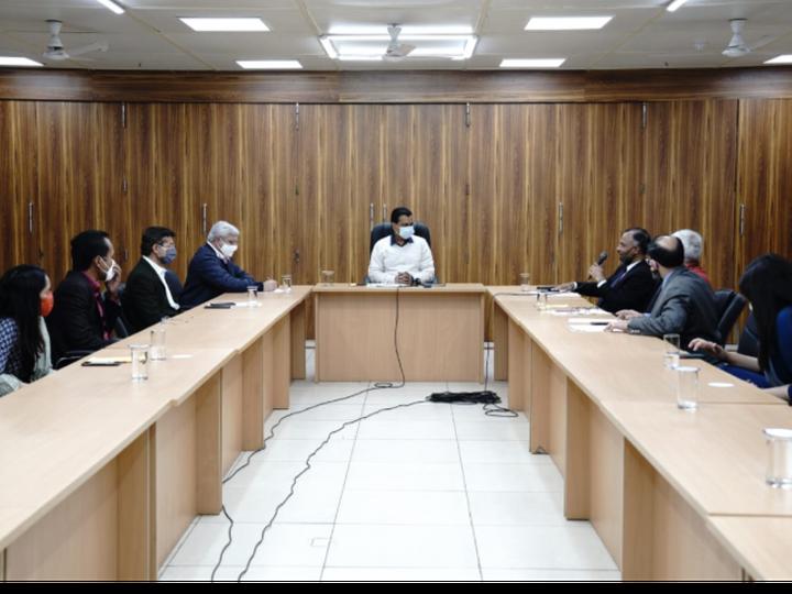 कार्यक्रम के दौरान मुख्य सचिव और सचिव (एआर) सहित दिल्ली सरकार के अन्य अधिकारियों के साथ प्रशासनिक सुधार मंत्री कैलाश गहलोत भी उपस्थित रहे। - Dainik Bhaskar