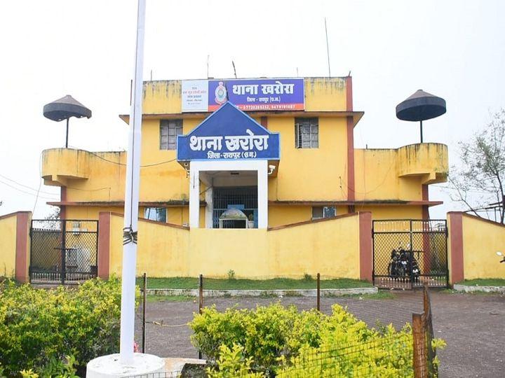 तस्वीर रायपुर के खरोरा थाने की है। पुलिस ने महिला की मदद की अब जल्द ही आरोपी पति को पकड़ने का दावा किया जा रहा है। - Dainik Bhaskar