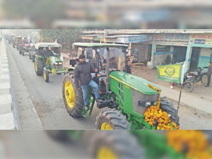 इसराना के जोंधन कलां से करीब 20 ट्रैक्टराें का एक दल दिल्ली में परेड में शामिल होेने के लिए रवाना हुआ। - Dainik Bhaskar