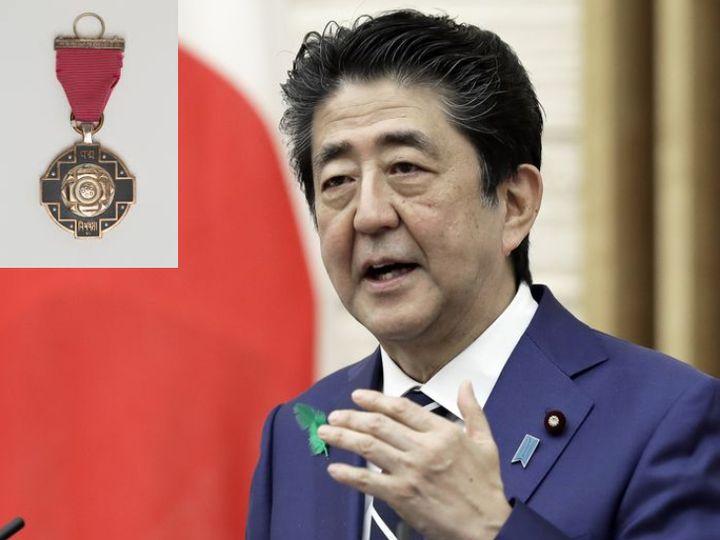 जापान के पूर्व प्रधानमंत्री शिंजो आबे को गणतंत्र दिवस पर पद्म विभूषण पुरस्कार देने का ऐलान किया गया है। उनके कार्यकाल में भारत-जापान के आपसी संबंध बेहतर हुए। -फाइल फोटो। - Dainik Bhaskar