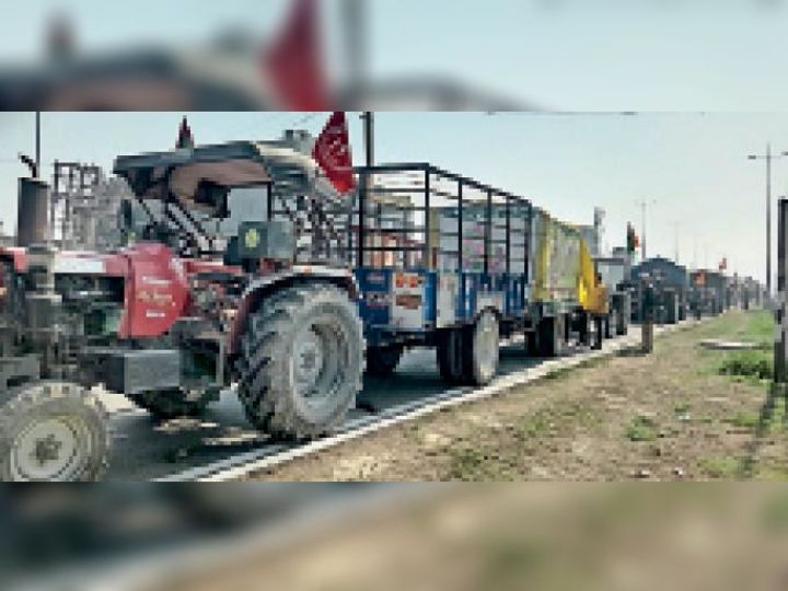 पानीपत. किसान आंदाेलन के तहत दिल्ली से ट्रैक्टर परेड करके वापस पंजाब जाते किसान। - Dainik Bhaskar