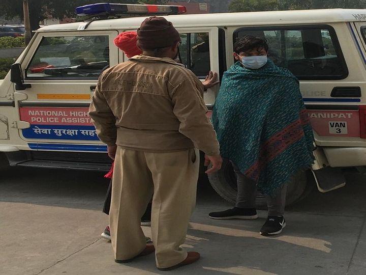 आरोपी मंजीत को मेडिकल के लिए सिविल अस्पताल लेकर पहुंची पुलिस। - Dainik Bhaskar