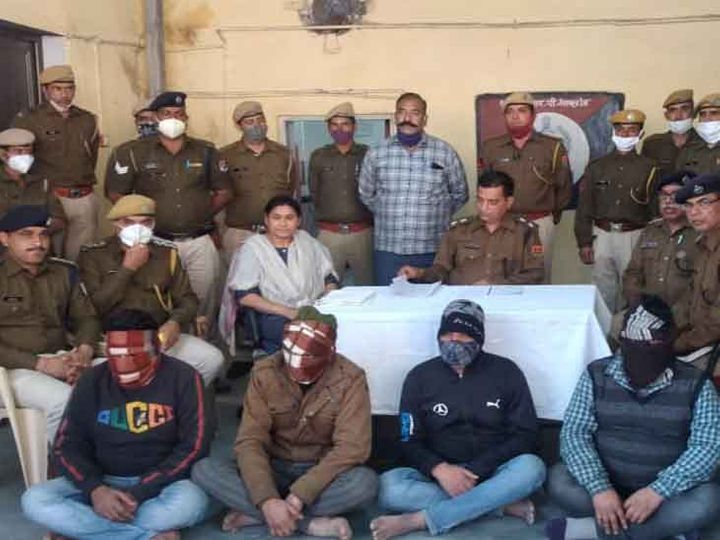 Four members of the gang who committed thefts in the train were arrested by the police.  - Dainik Bhaskar